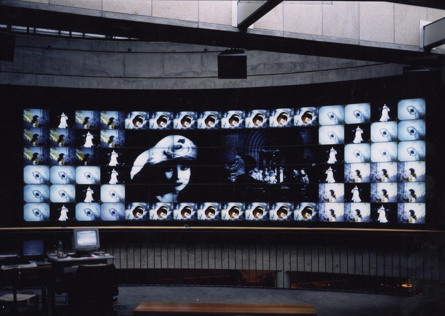 Medienskulptur/-installation
